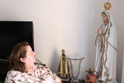A dona de casa Kayve Fugiwara tinha um tipo grave de câncer e acredita que participar de uma rede de fé a ajudou a superar a doença