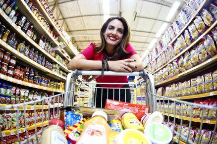 1958b1ed8d A psicóloga Georgiana Portela elege os Mercadinhos São Luiz como lugar  preferido para comprar alimentos saudáveis pela variedade de produtos e  atendimento