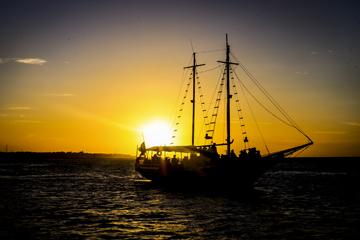 Passeios de barco são forma de conhecer um pouco da história da Capital dd5977704e