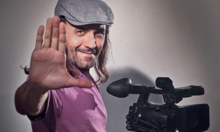 Conheça a história do cineasta multifacetado Halder Gomes